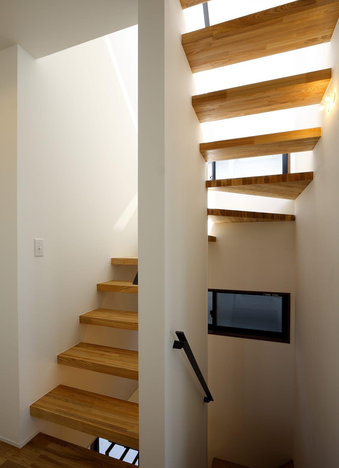 チェリーブロッサムハウスの階段(木製)1