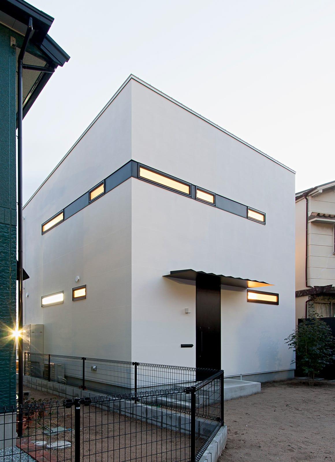 ホワイトキューブハウスの外観2