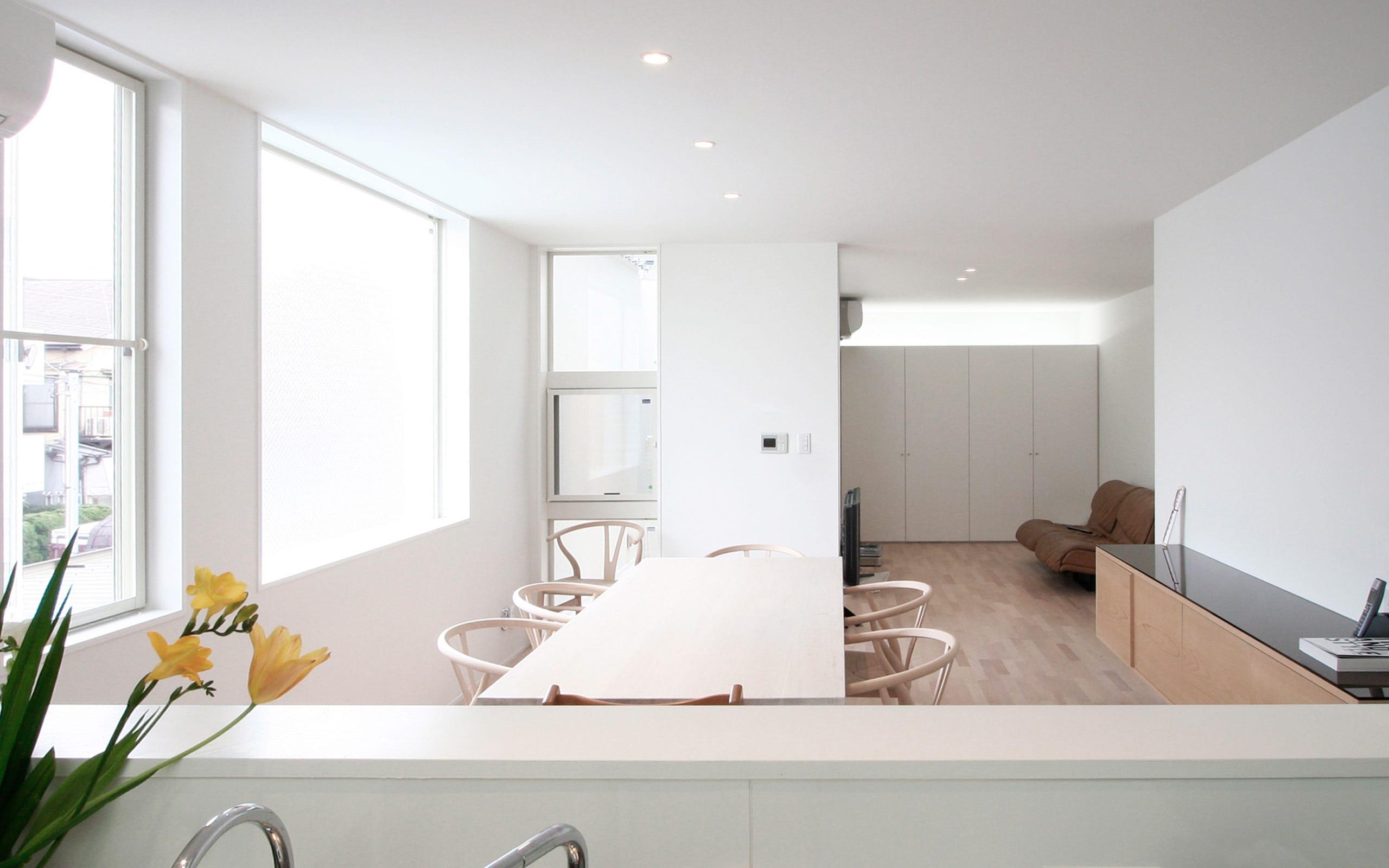 インナーテラスのある明るい住宅のLDK1