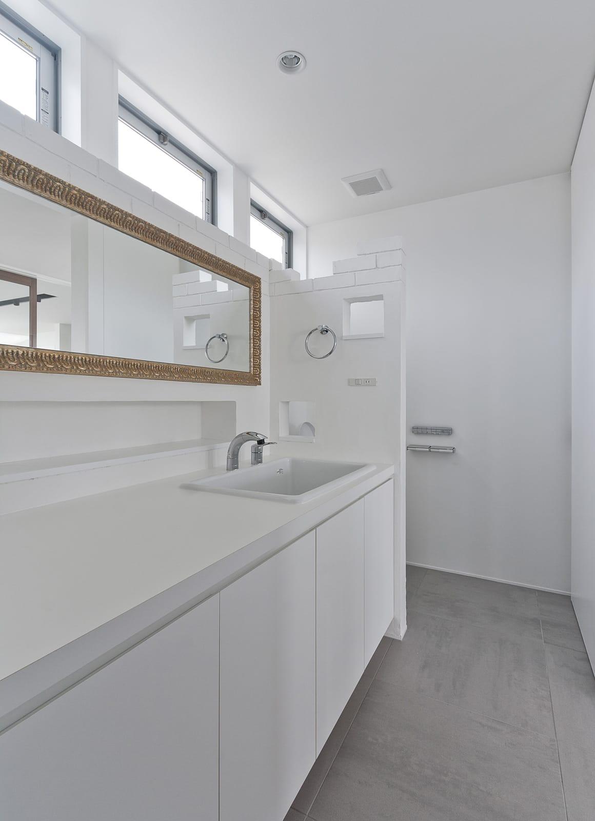 芦屋ファーストクラス住宅の浴室・洗面室1