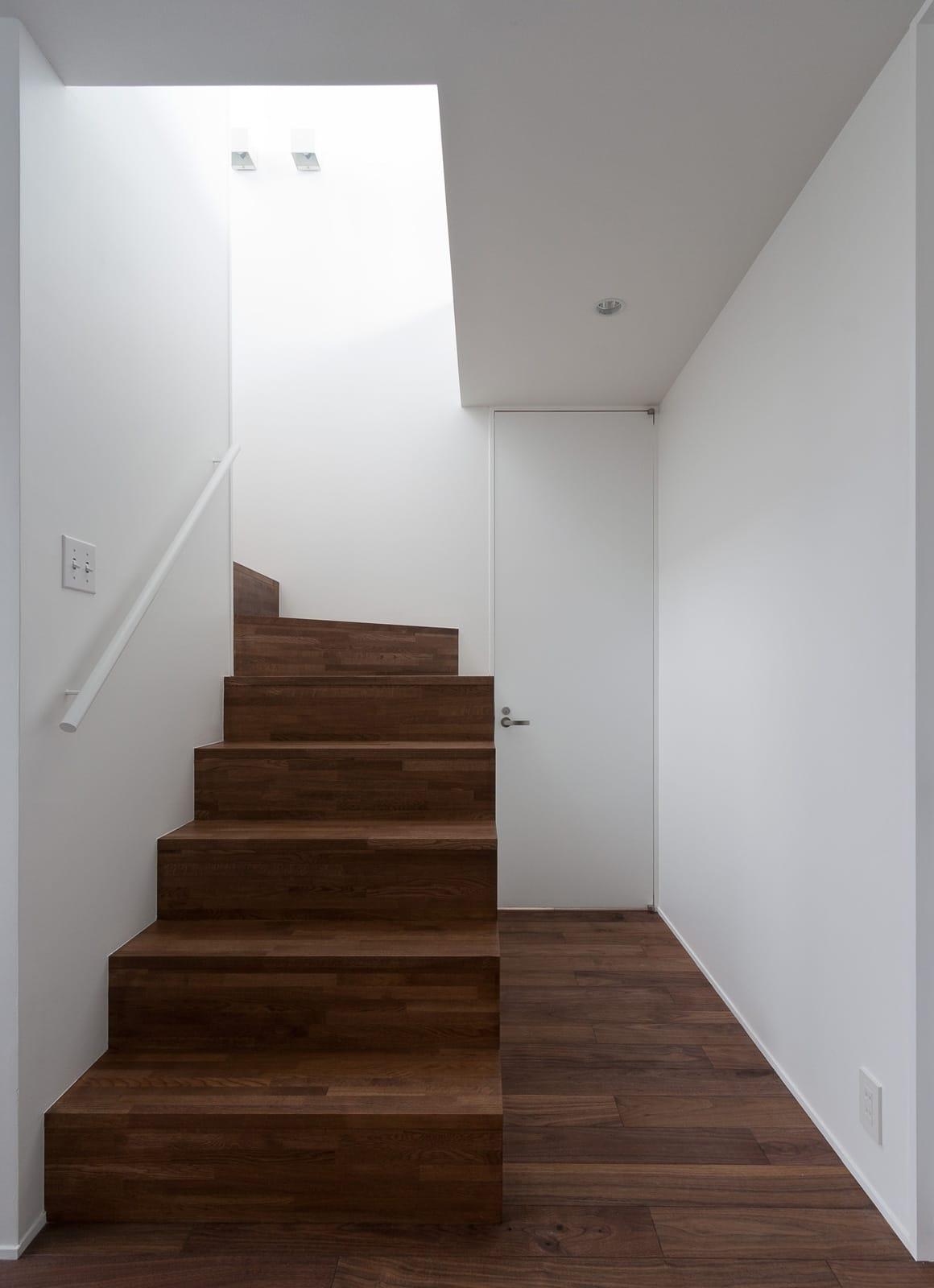 芦屋ファーストクラス住宅の階段(木製)1