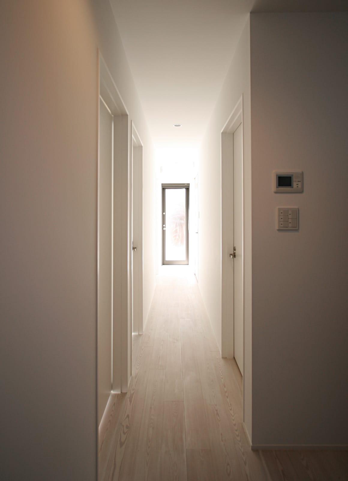 絶景 大空間リビングのある家の玄関(土間・ホール)1