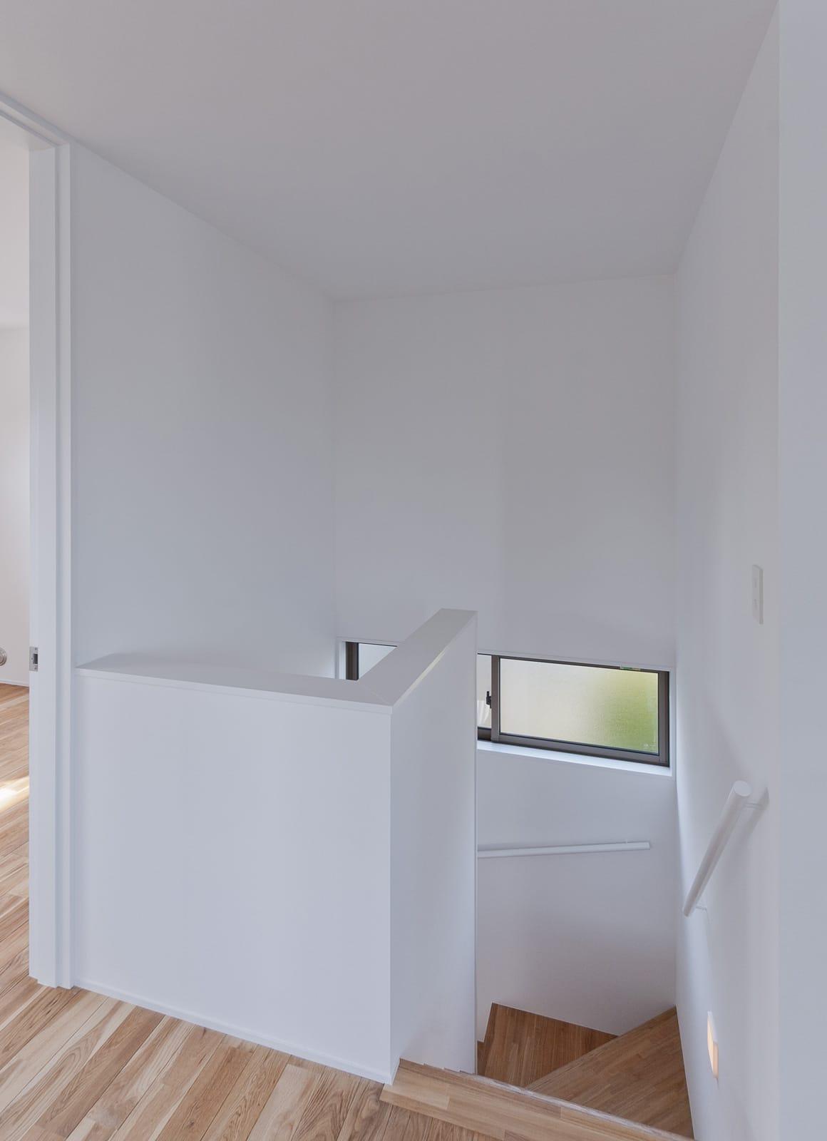 バランスのとれた優等生住宅の階段1