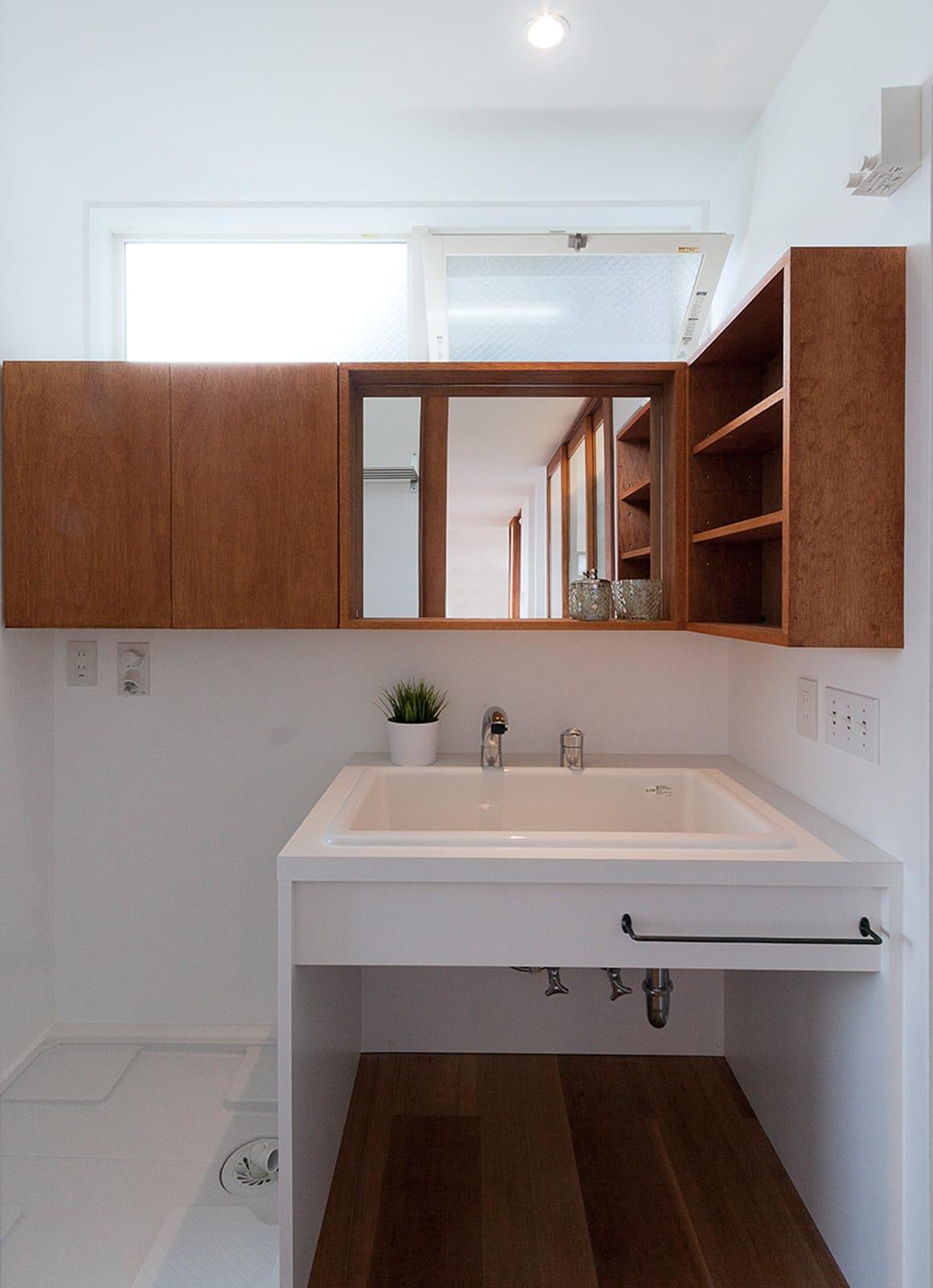 絶景!海を望む白い家の浴室・洗面室1