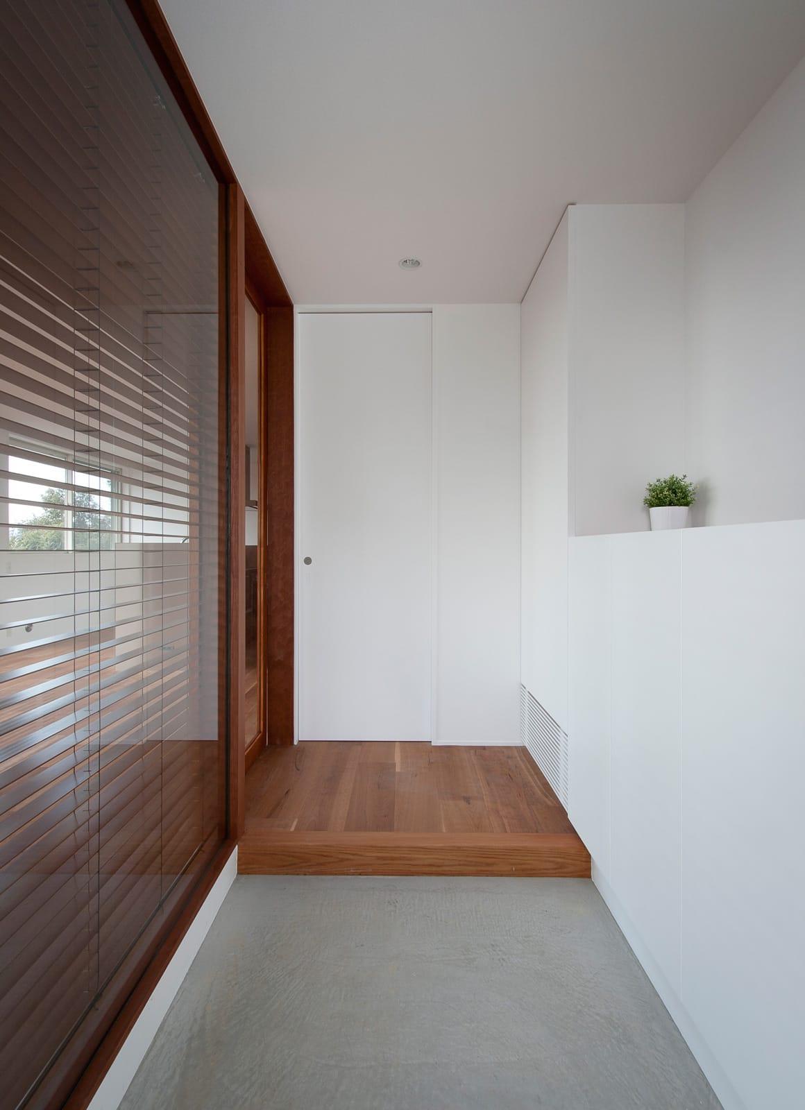 絶景!海を望む白い家の玄関(土間・ホール)1