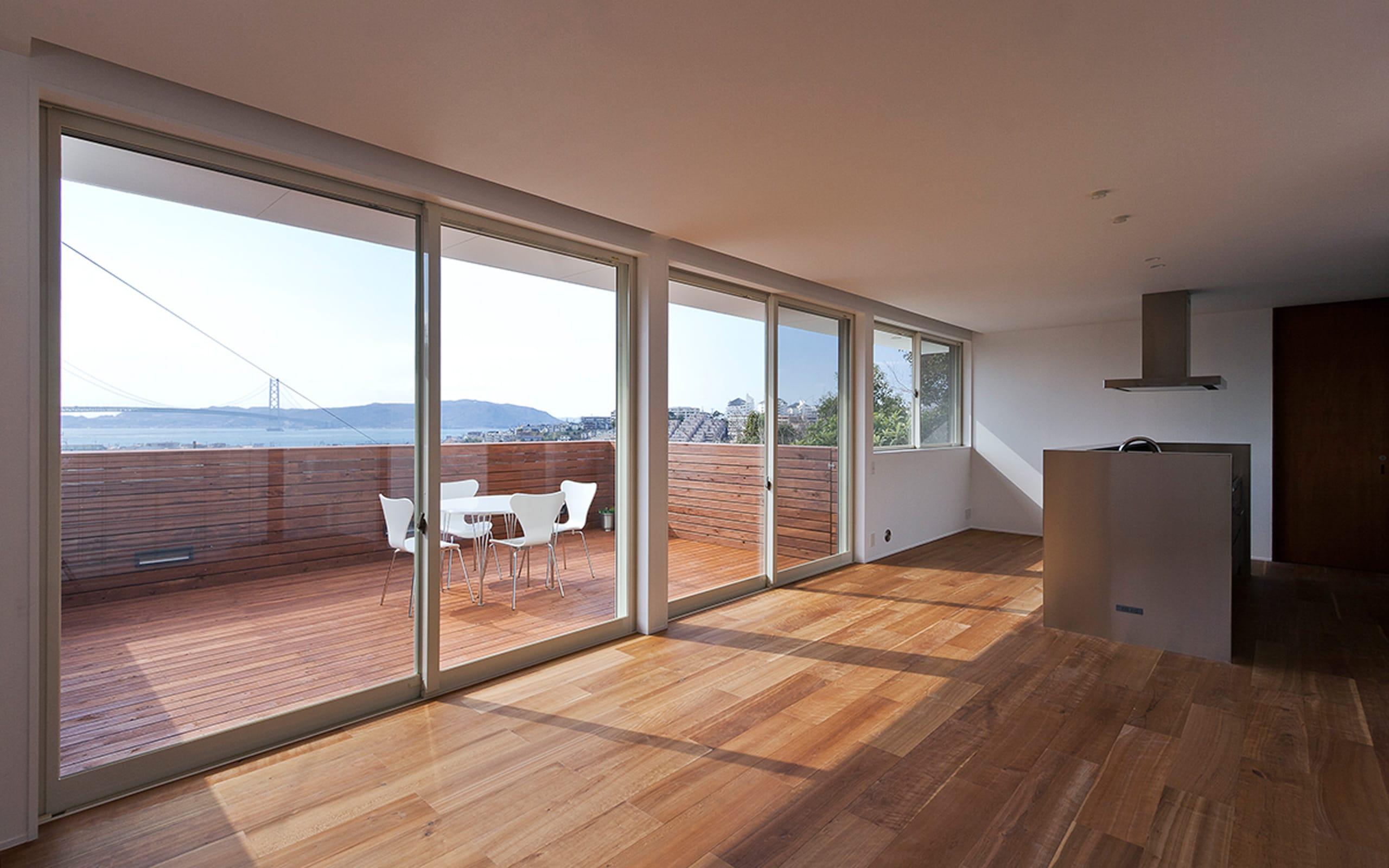 絶景!海を望む白い家の眺望2