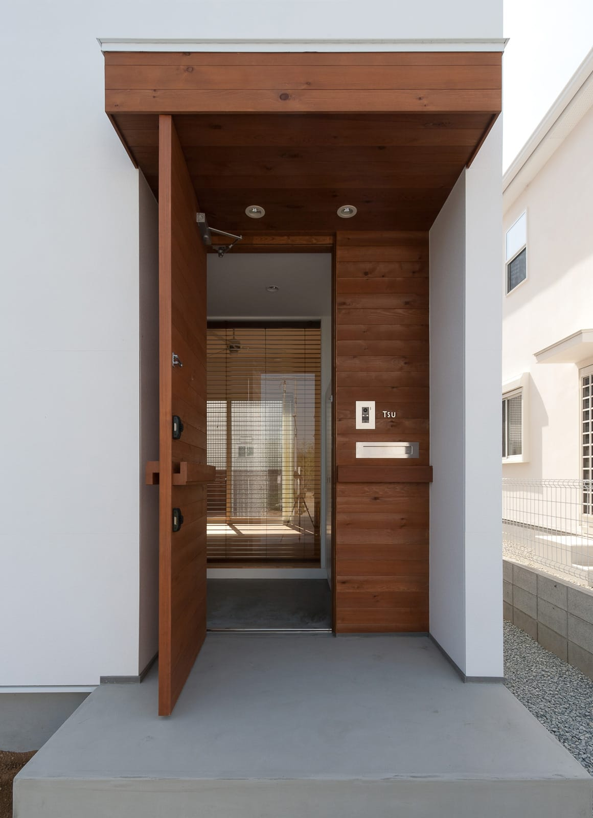 ピュアオーガニックハウスのポーチ・玄関扉1