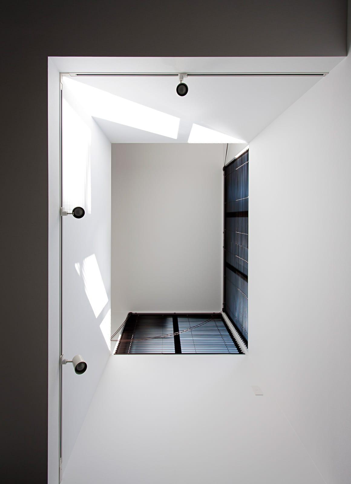 気配を感じる玄関土間のある家の吹き抜け1