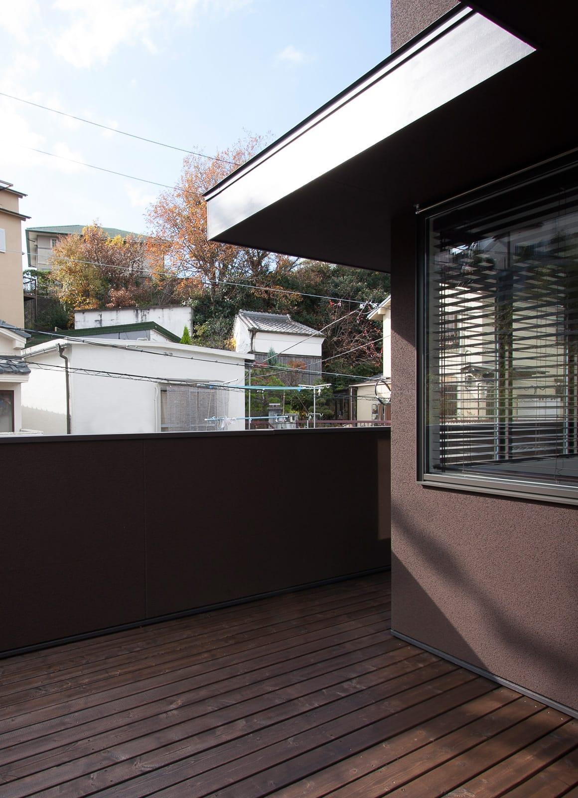 気配を感じる玄関土間のある家のテラス・バルコニー1