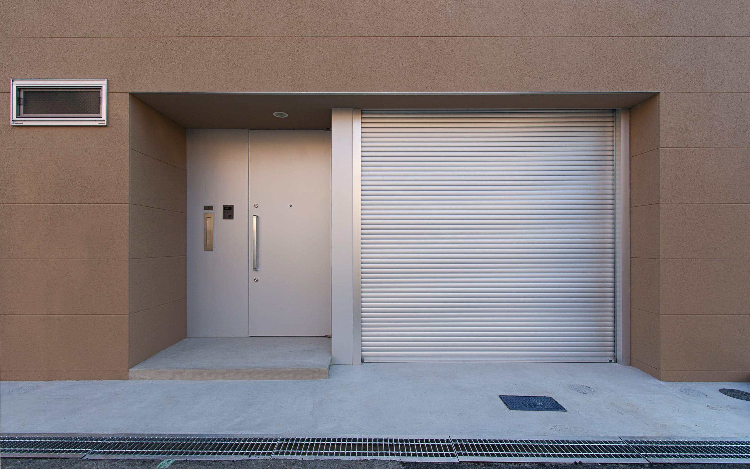 癒しのアクアリウムのある家の玄関(土間・ホール)1