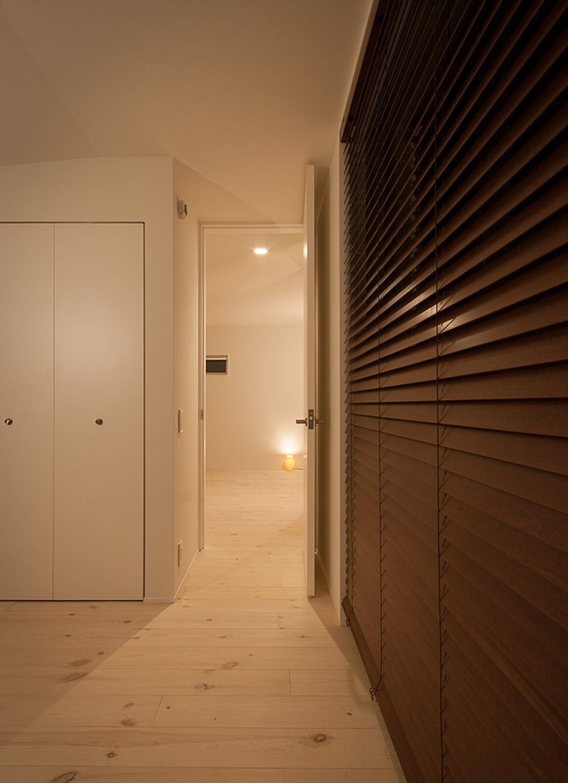 癒しのアクアリウムのある家の部屋3