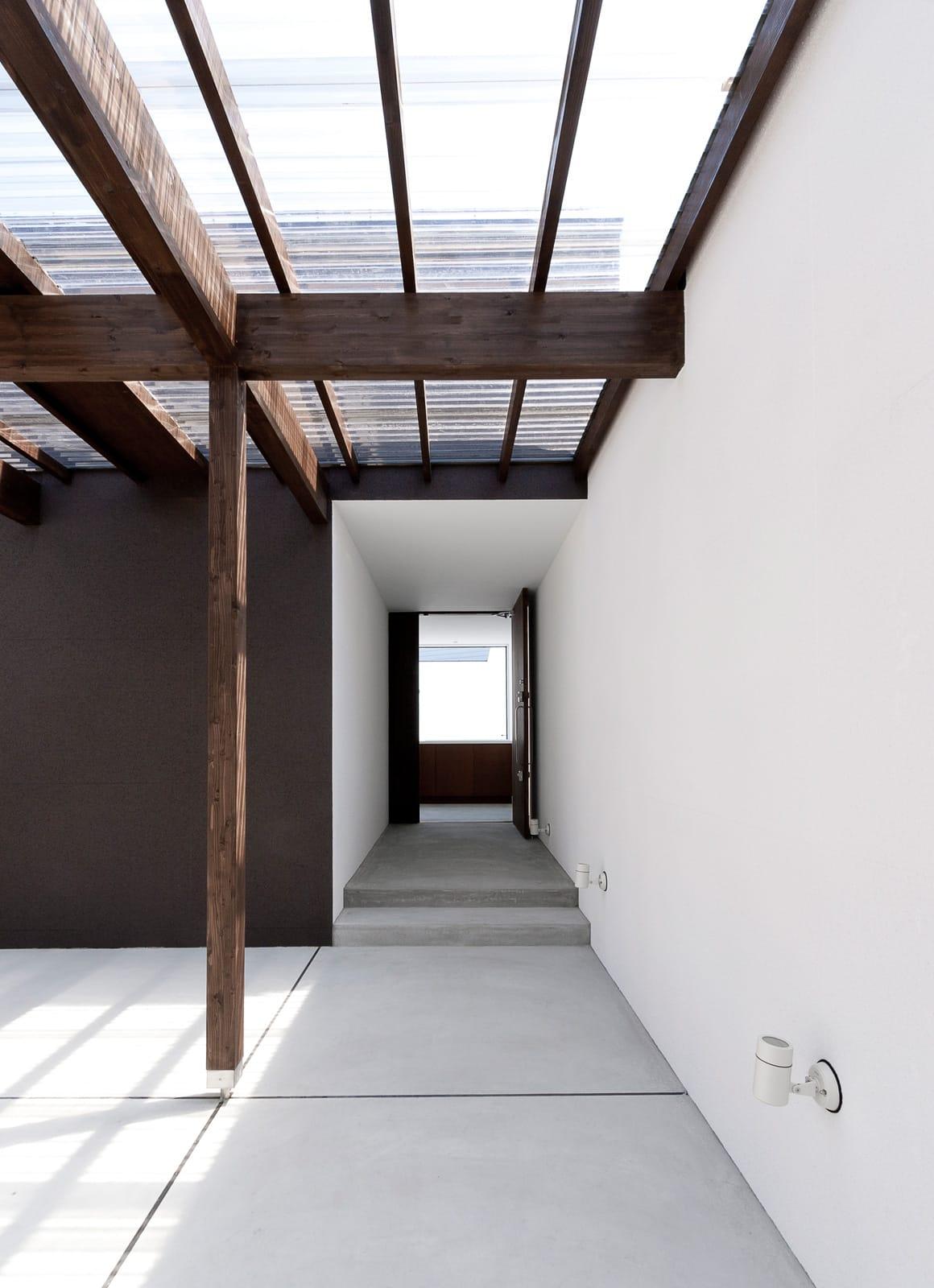 3つの中庭のあるリゾートハウスの玄関(土間・ホール)1