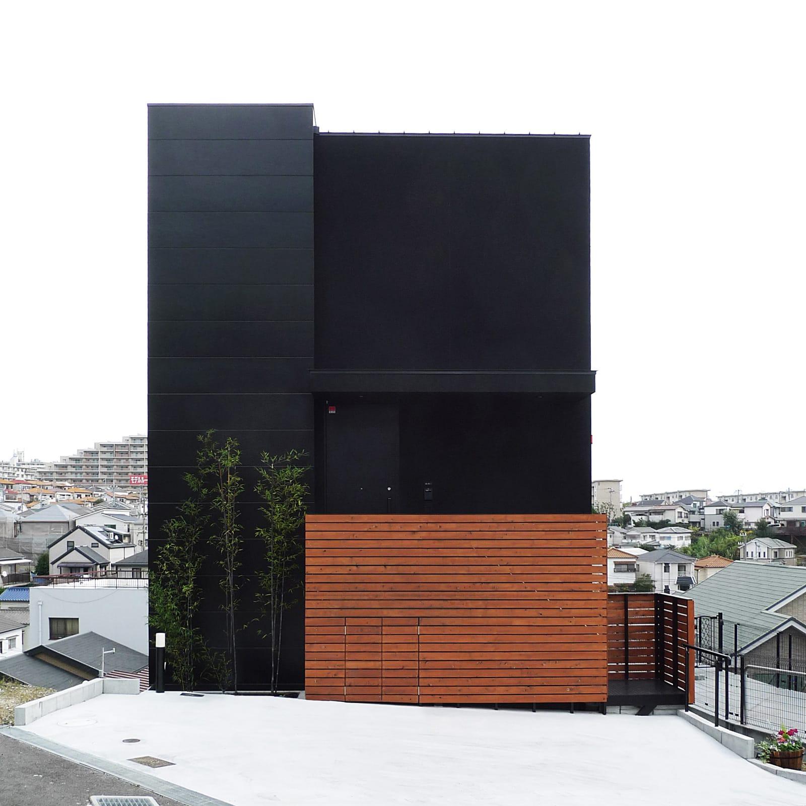 展望バルコニーのある家の外観2