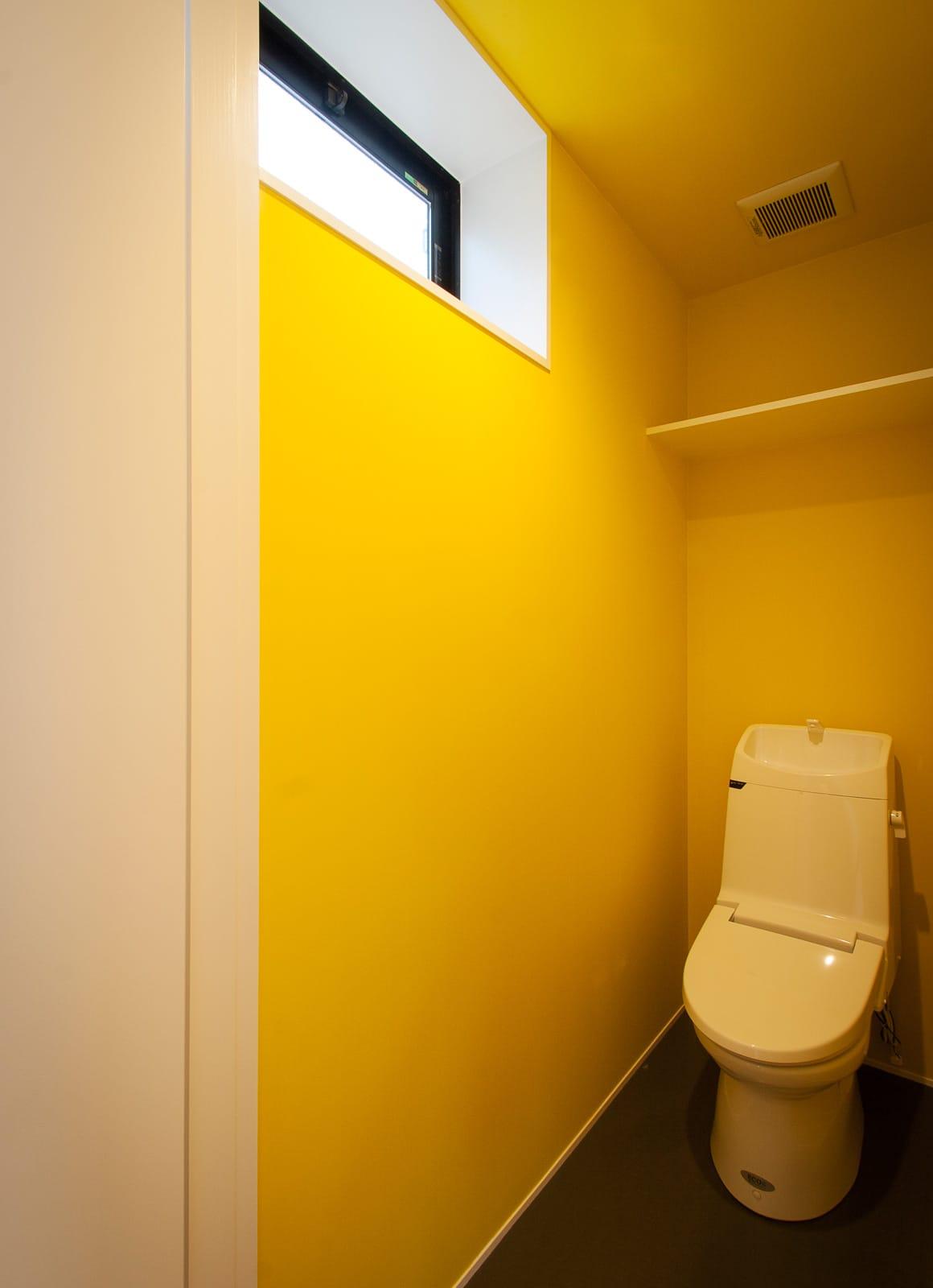 展望バルコニーのある家のトイレ1