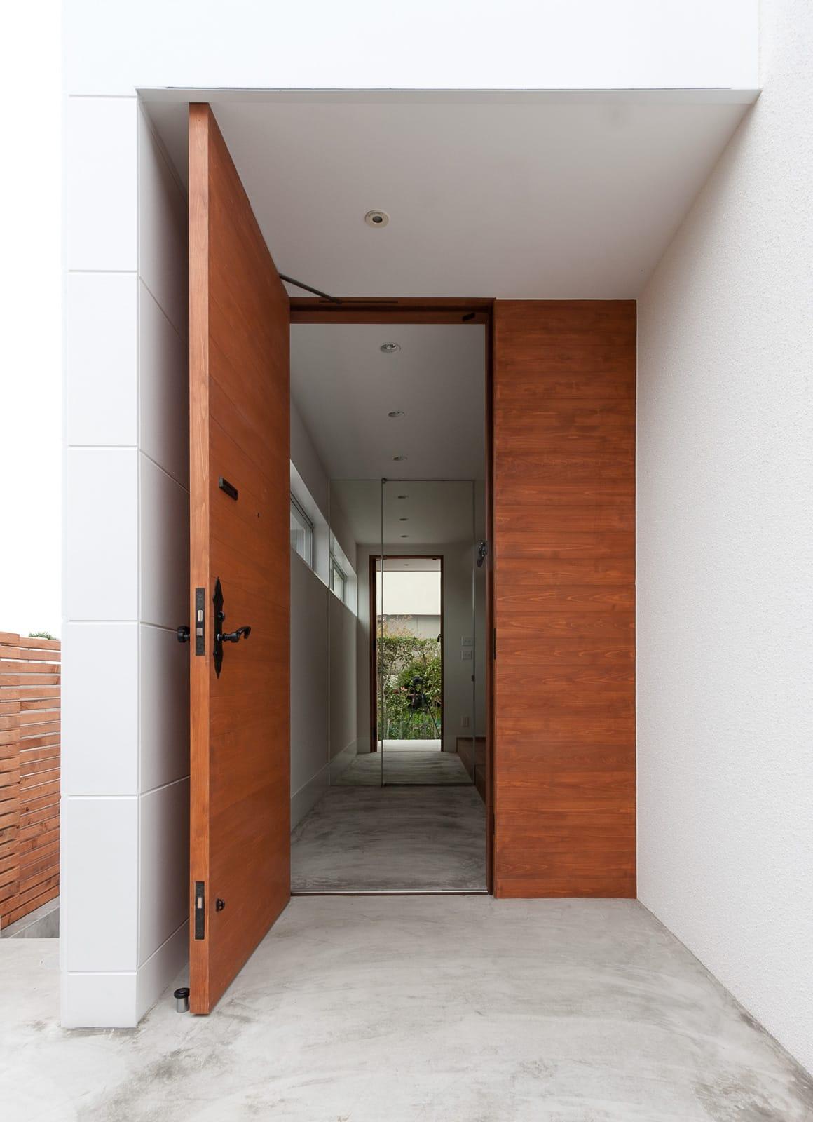 好きなインテリアを楽しむ家のポーチ・玄関扉1