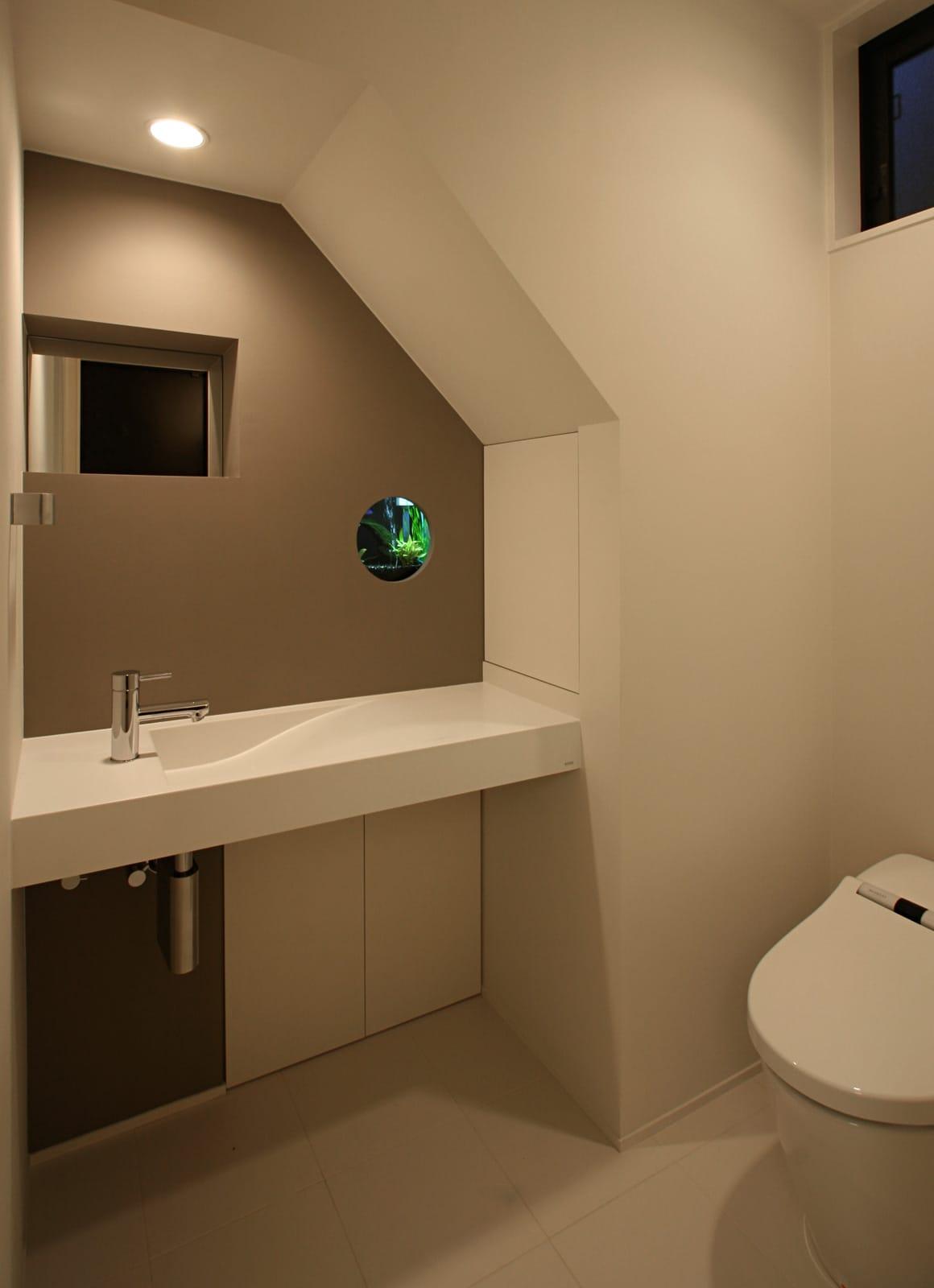 森の緑を楽しむみんなの集まる家のトイレ1