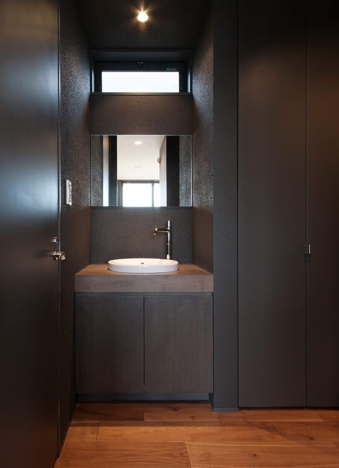 スローライフを楽しめる家の浴室・洗面室2