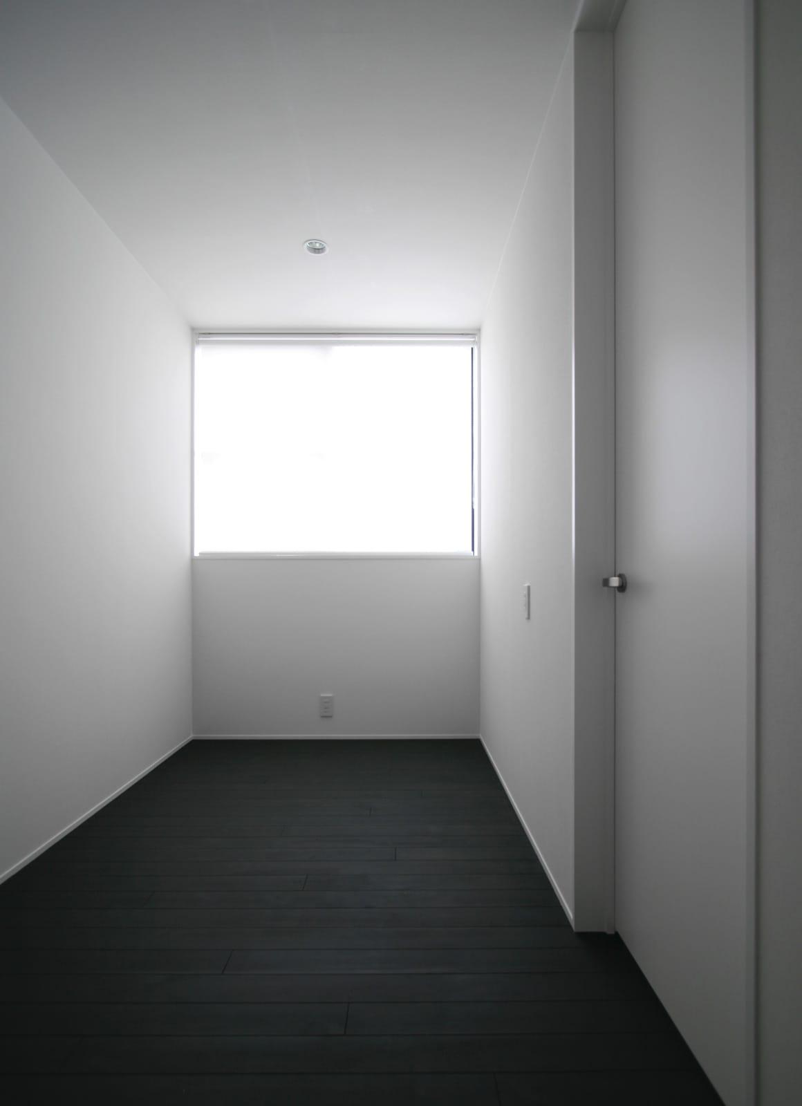 モノトーンハウスの部屋1