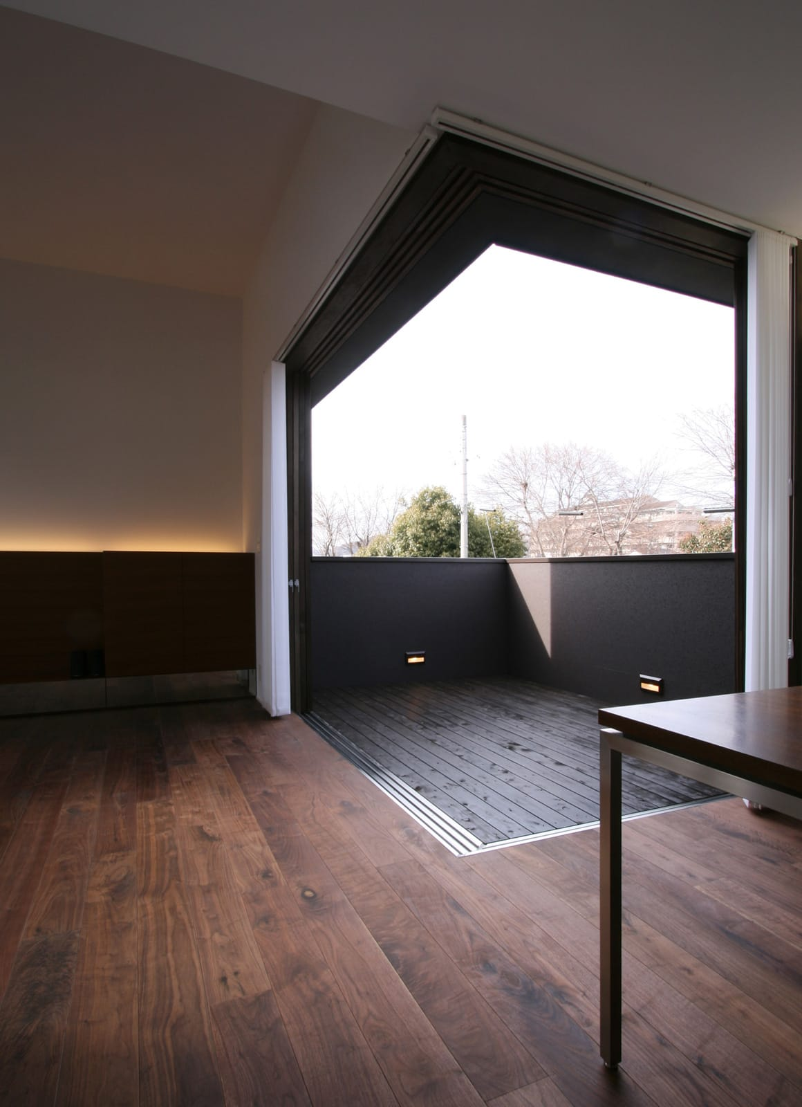 開放的なLDKのあるデザイン住宅のLDK3