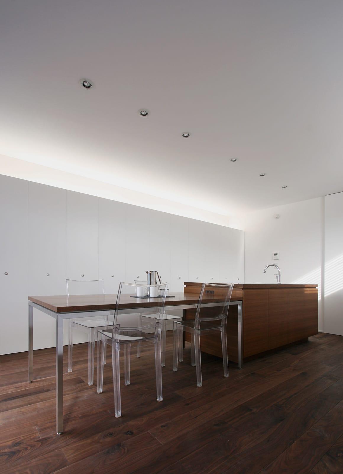 開放的なLDKのあるデザイン住宅のLDK4