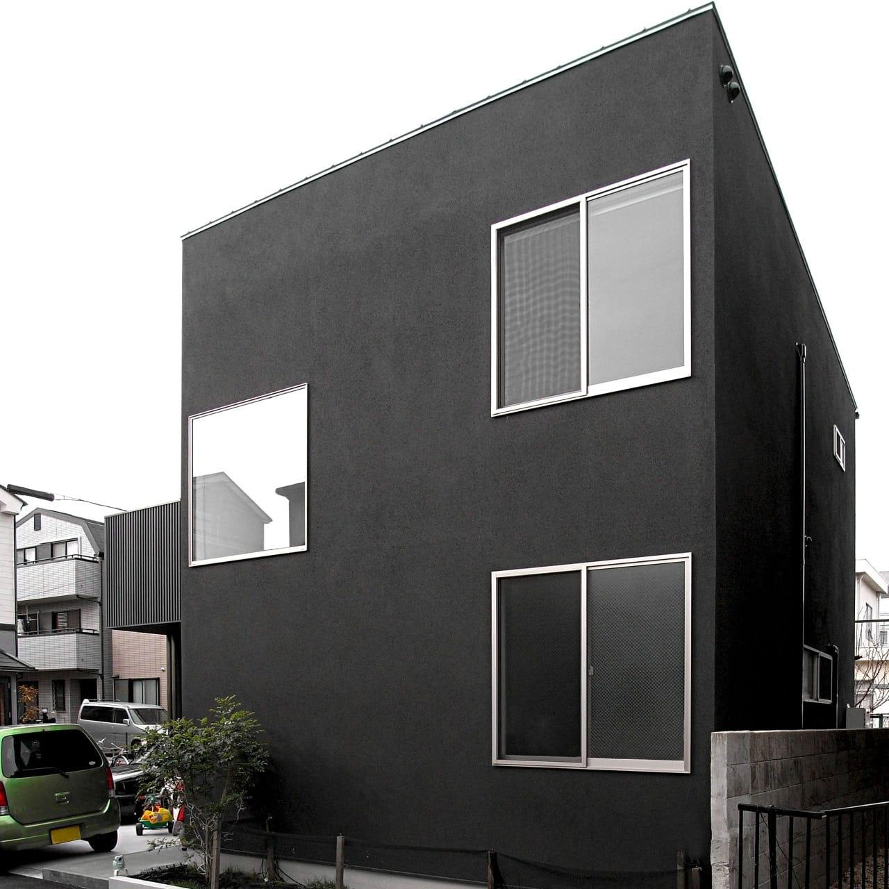紅い和室のある都市型狭小地住宅