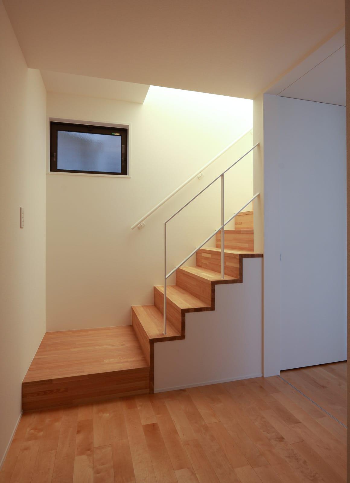 アットホームな店舗付住宅の階段1