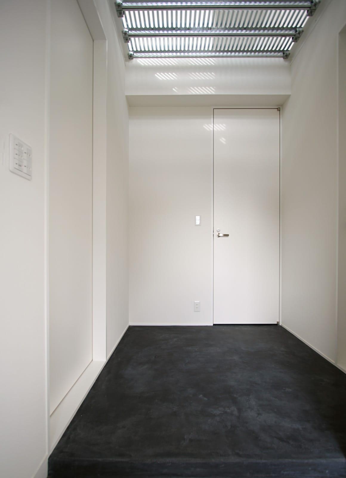 愛犬と暮らす店舗併用住宅の玄関(土間・ホール)1