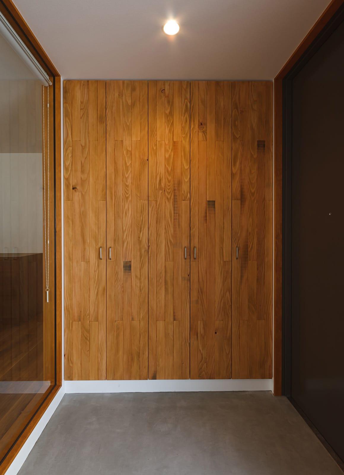 京都の坪庭ハウスの収納(玄関)1