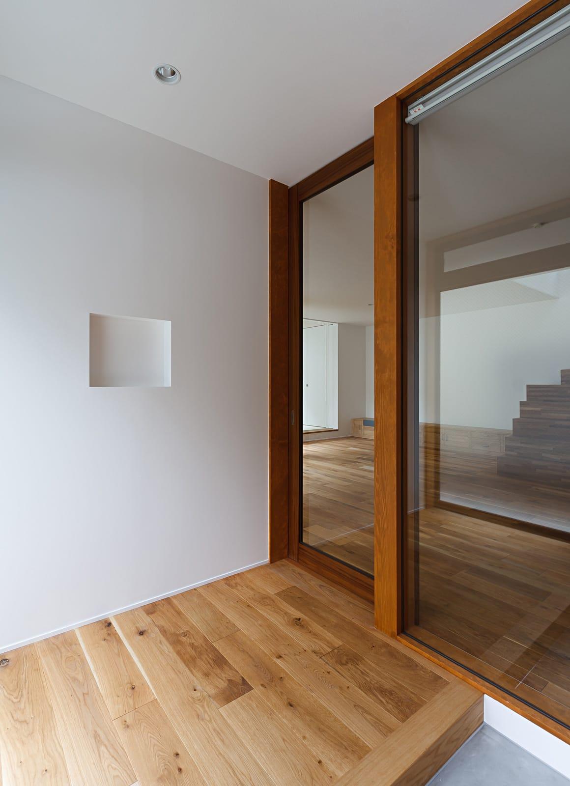 京都の坪庭ハウスの玄関(土間・ホール)2
