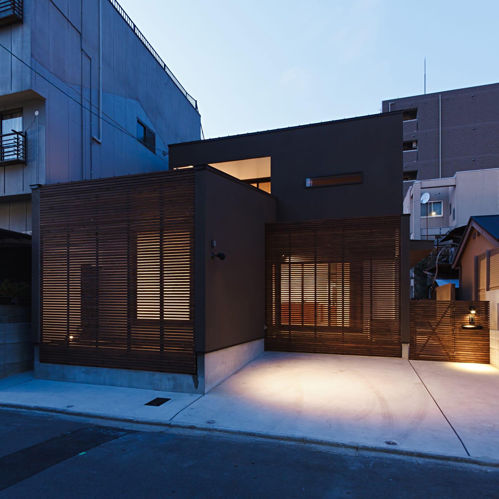 京都の坪庭ハウスの夕景(外部)1