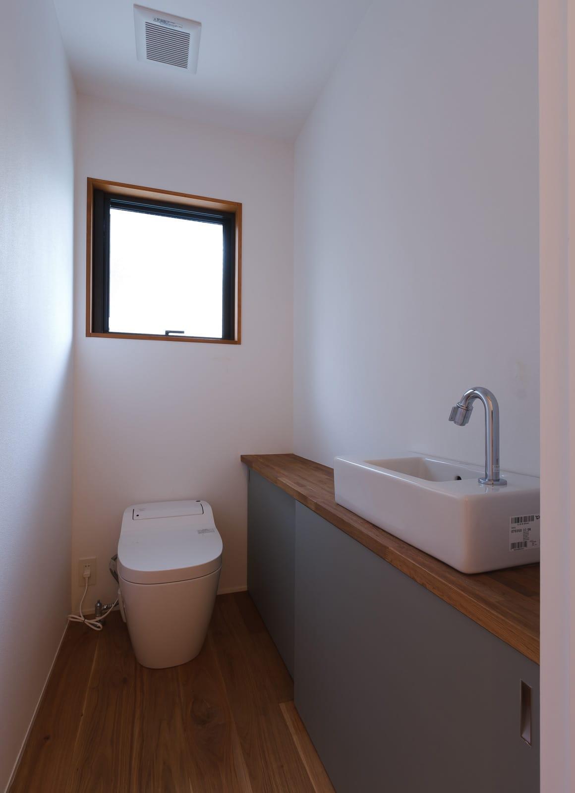 京都の坪庭ハウスのトイレ1
