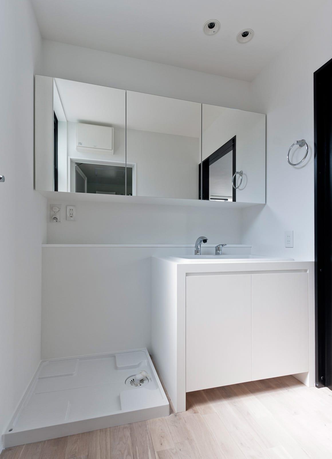 都市型三世帯住宅の浴室・洗面室1