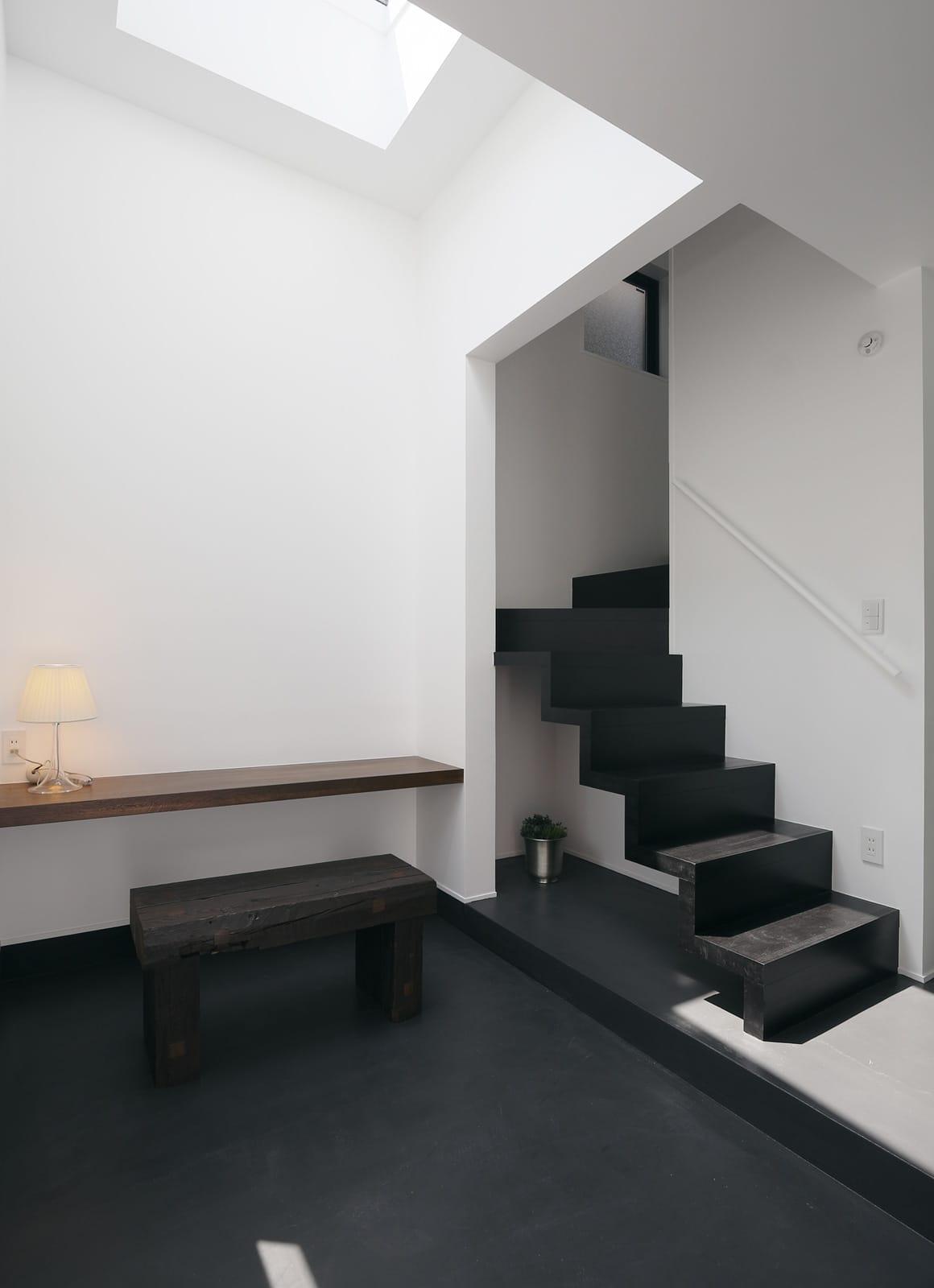 都市型三世帯住宅の階段(木製)1