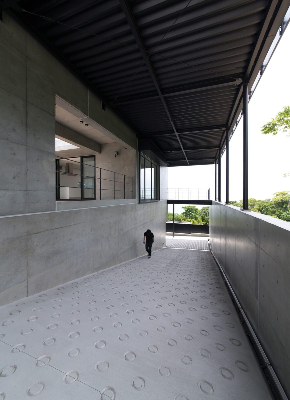 非日常スタジオ付ガレージ住宅の外観5
