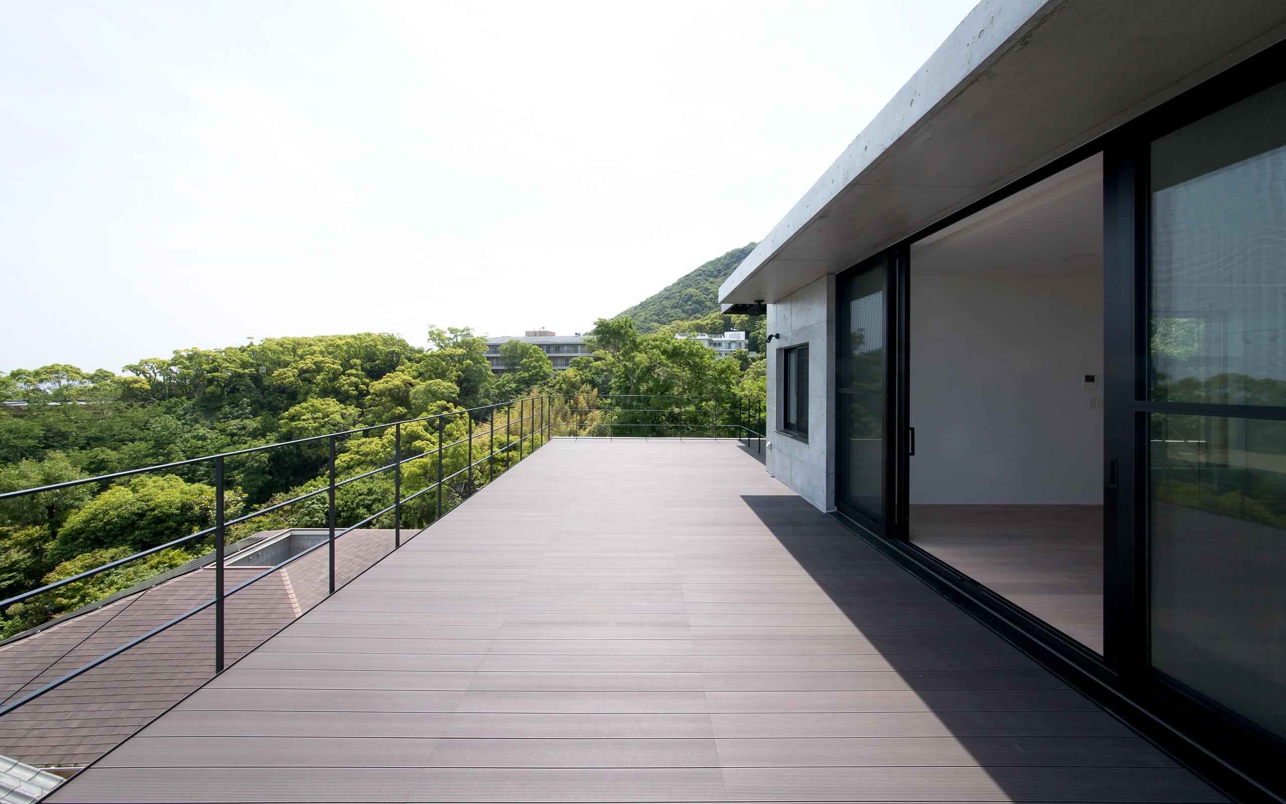 非日常スタジオ付ガレージ住宅の屋上・テラス2