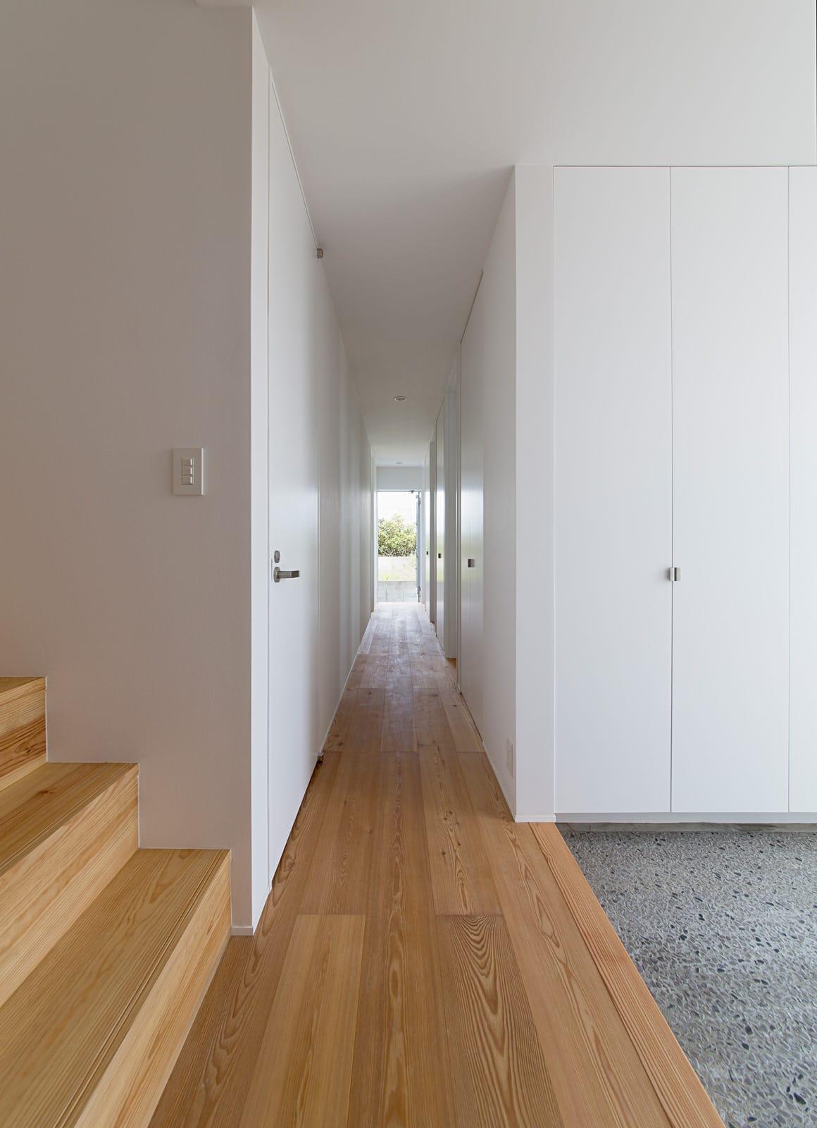 開放的なスキップフロア住宅の玄関(土間・ホール)2
