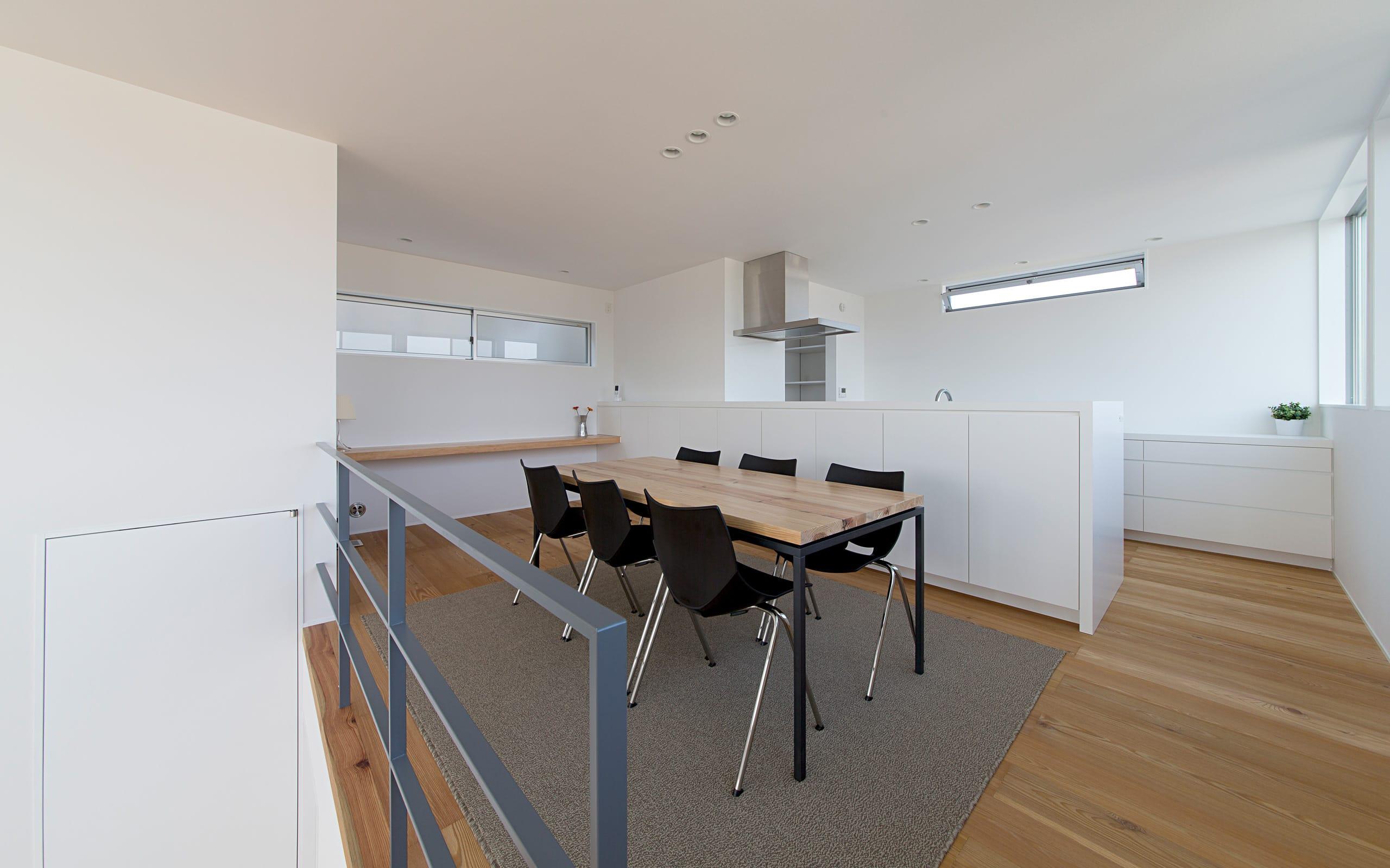開放的なスキップフロア住宅のLDK2