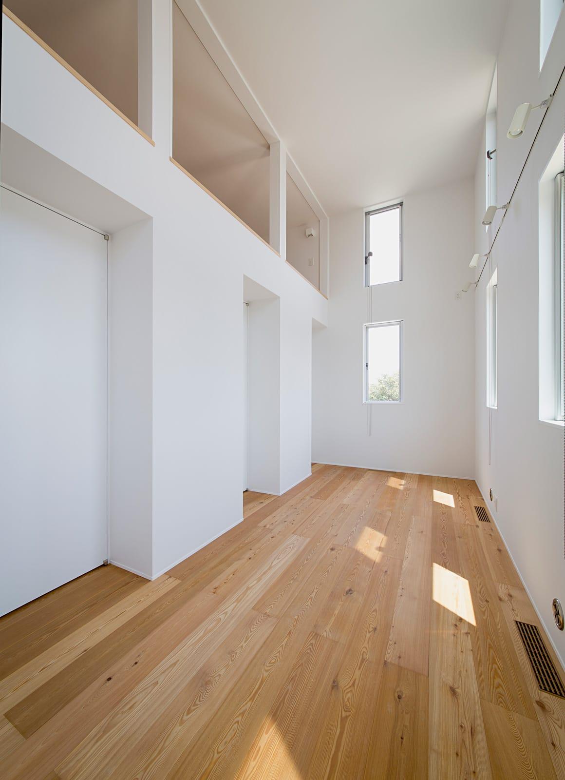 開放的なスキップフロア住宅の部屋1