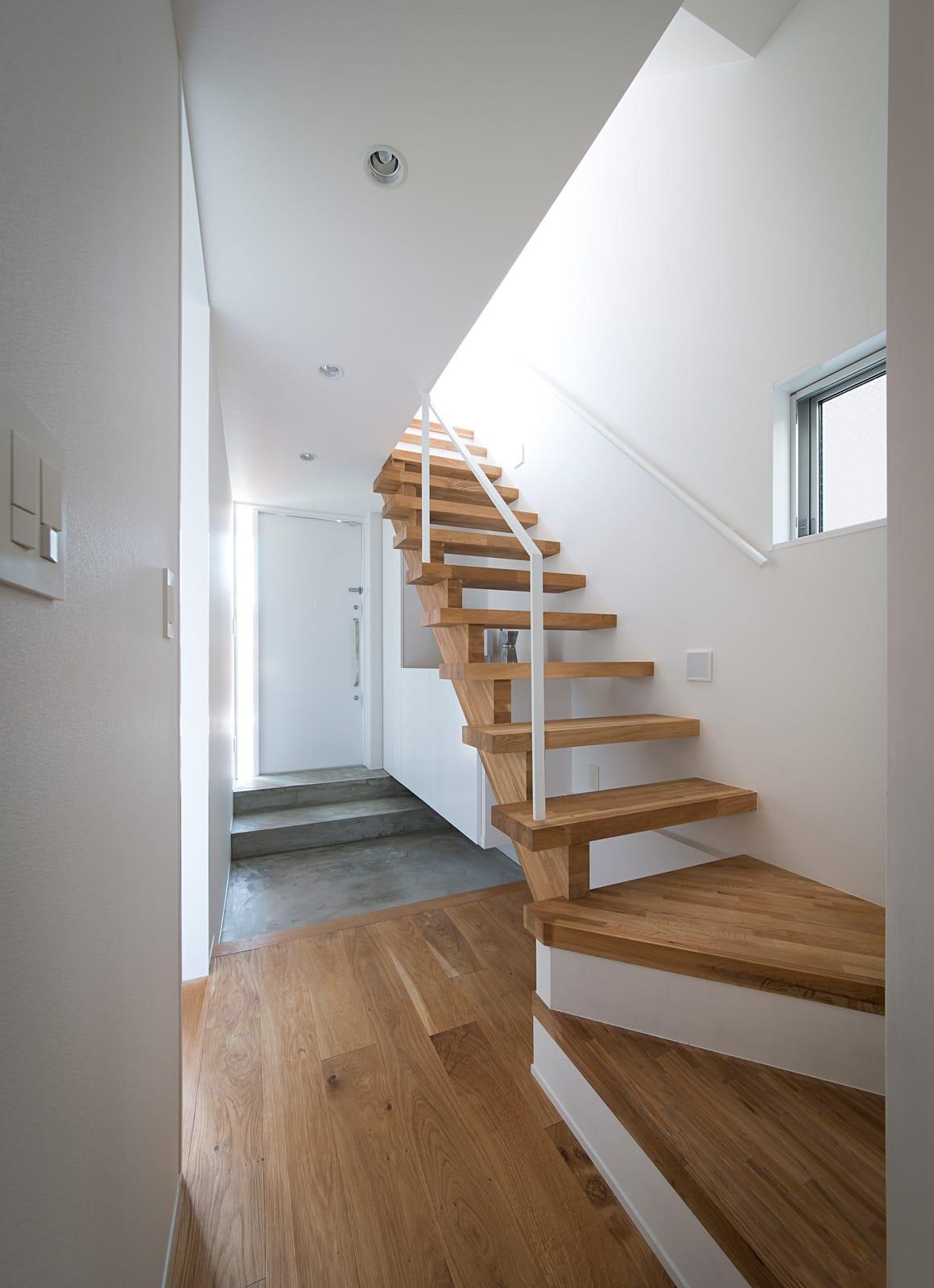 Wテラスハウスの階段(木製)1
