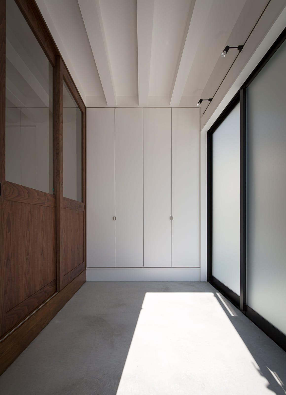 アンティーク家具の似合う家の収納1