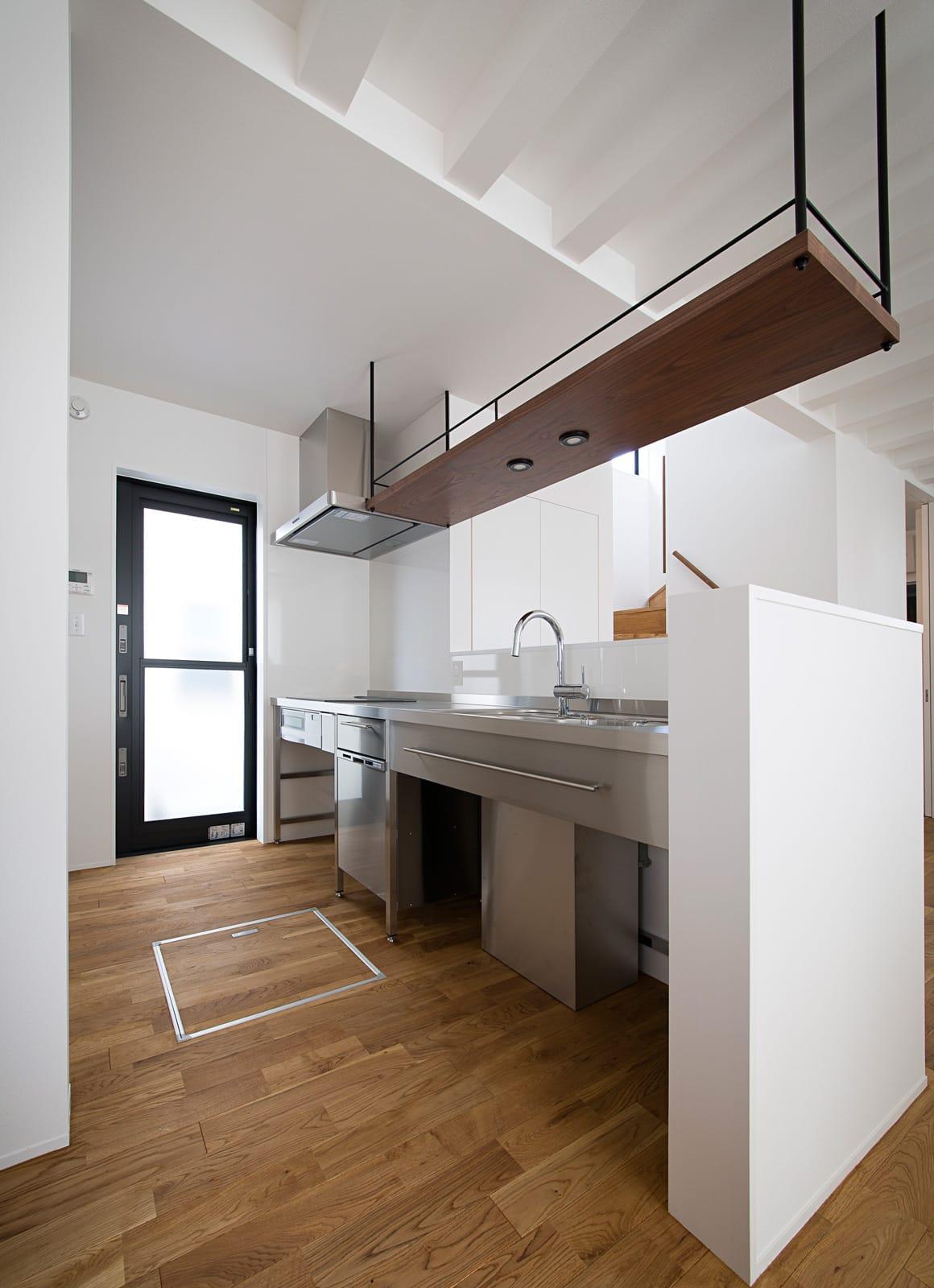 アンティーク家具の似合う家のキッチン1