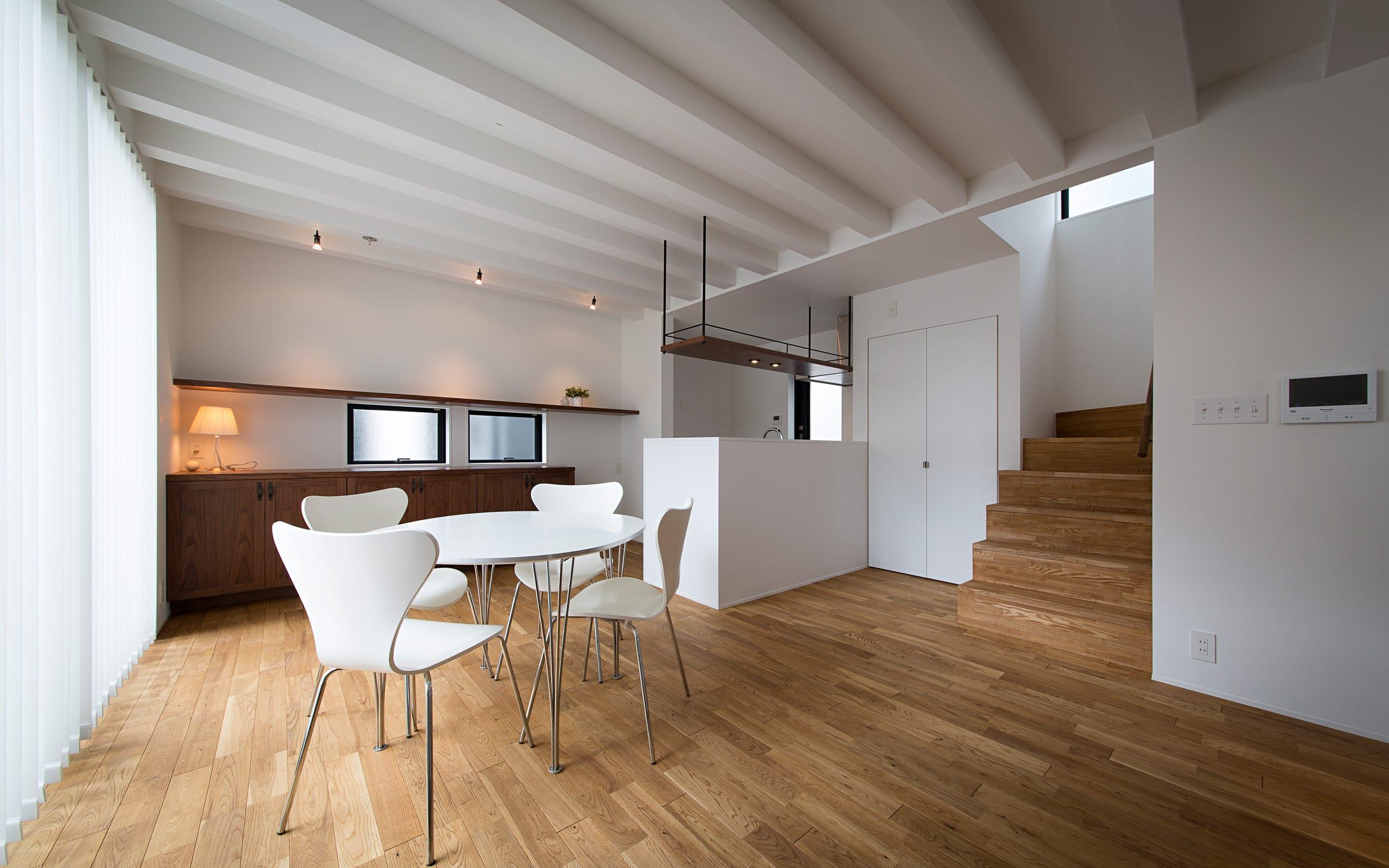 アンティーク家具の似合う家のLDK1