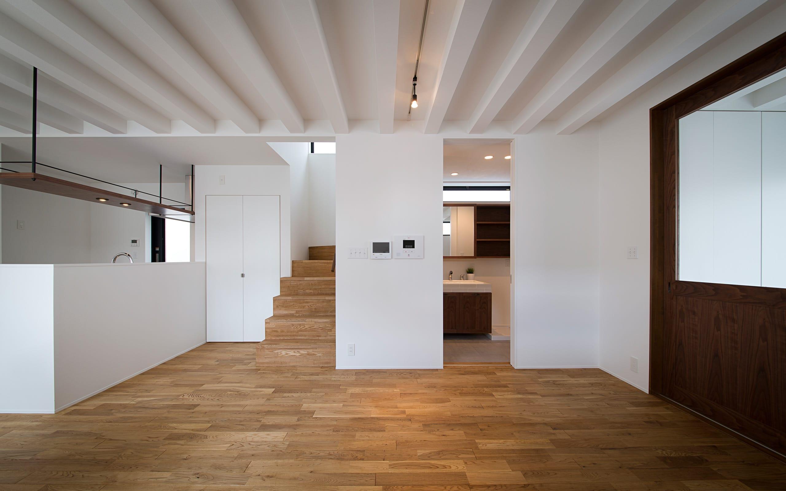 アンティーク家具の似合う家のLDK2