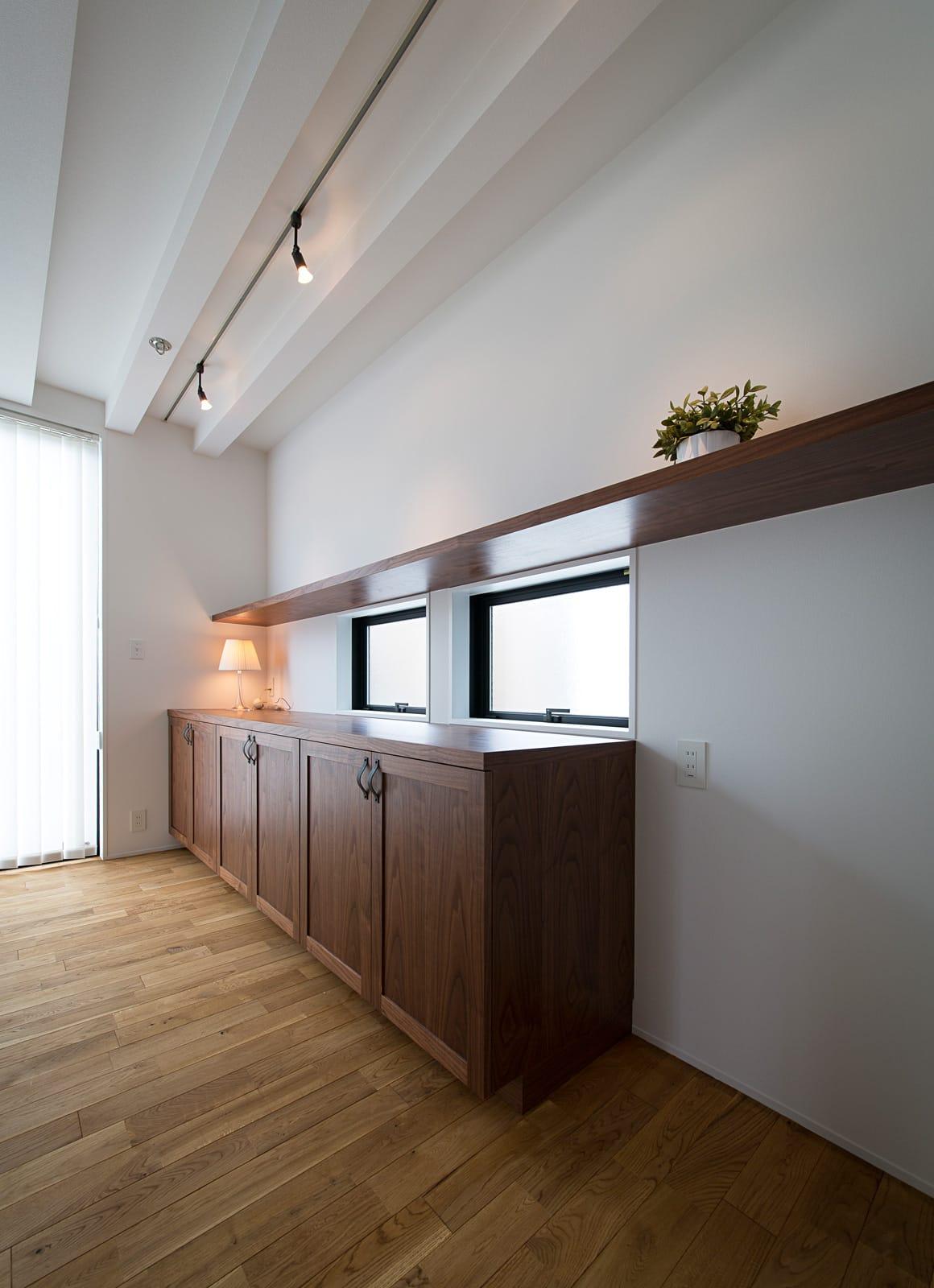アンティーク家具の似合う家のLDK3
