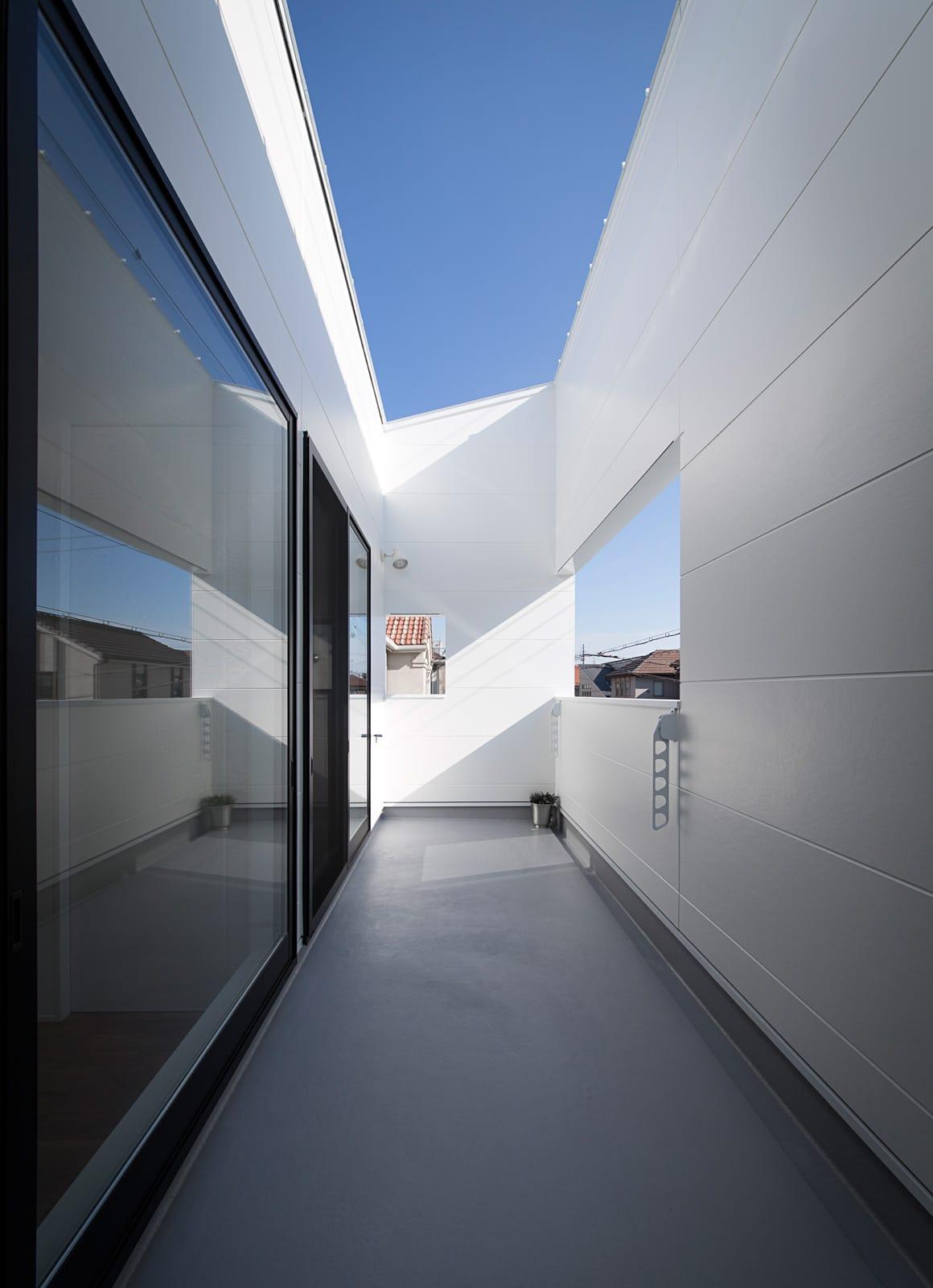 アンティーク家具の似合う家のテラス・バルコニー1