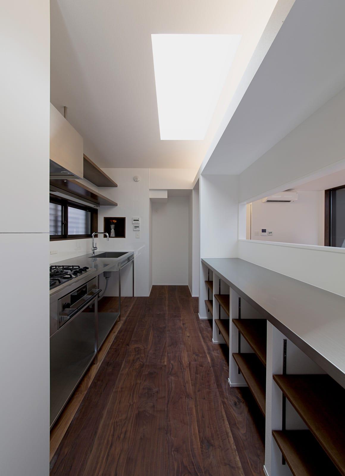 パン工房のある家のキッチン3