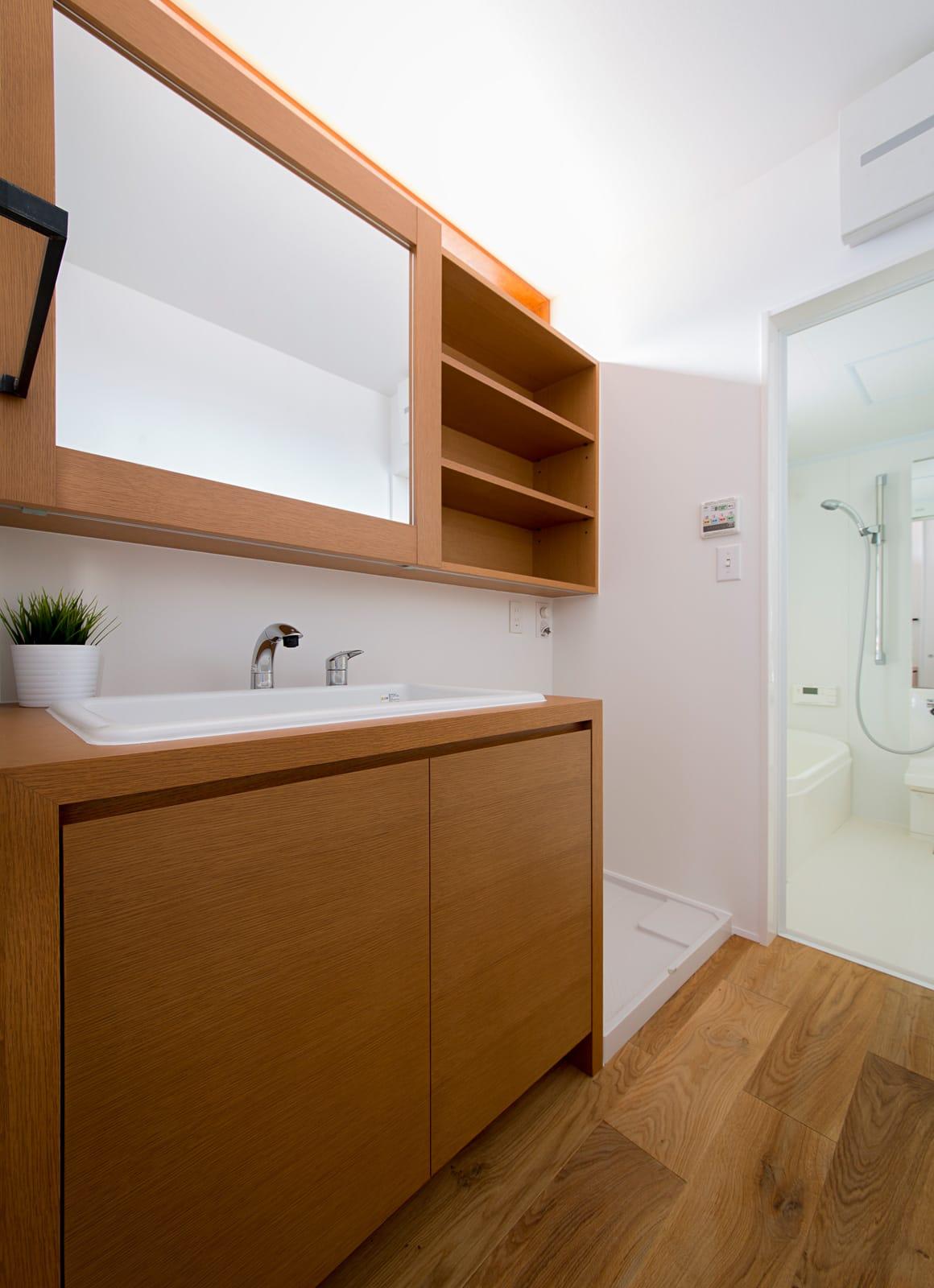 シンプルヴィンテージハウスの浴室・洗面室1