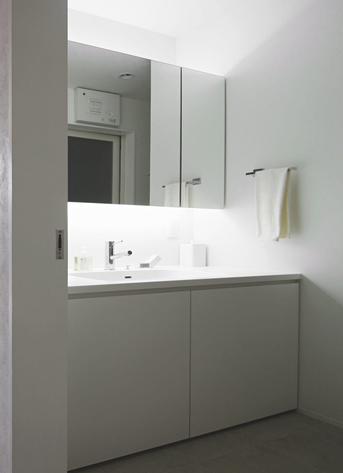 桜を眺める築40年の戸建住宅再生の浴室・洗面室1