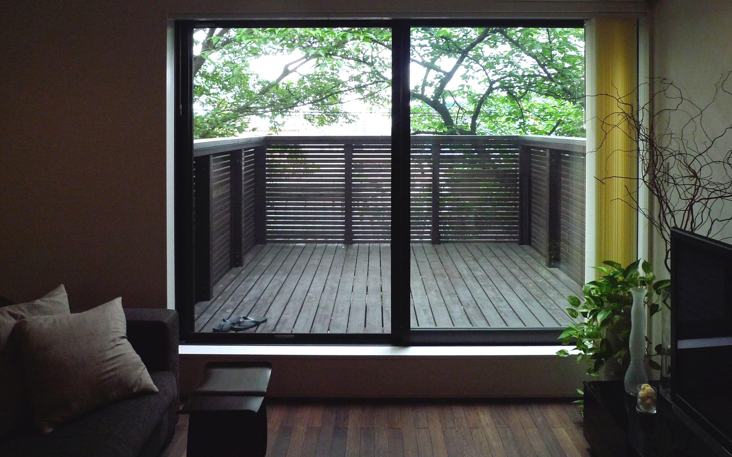 桜を眺める築40年の戸建住宅再生の外構(デッキテラス)1