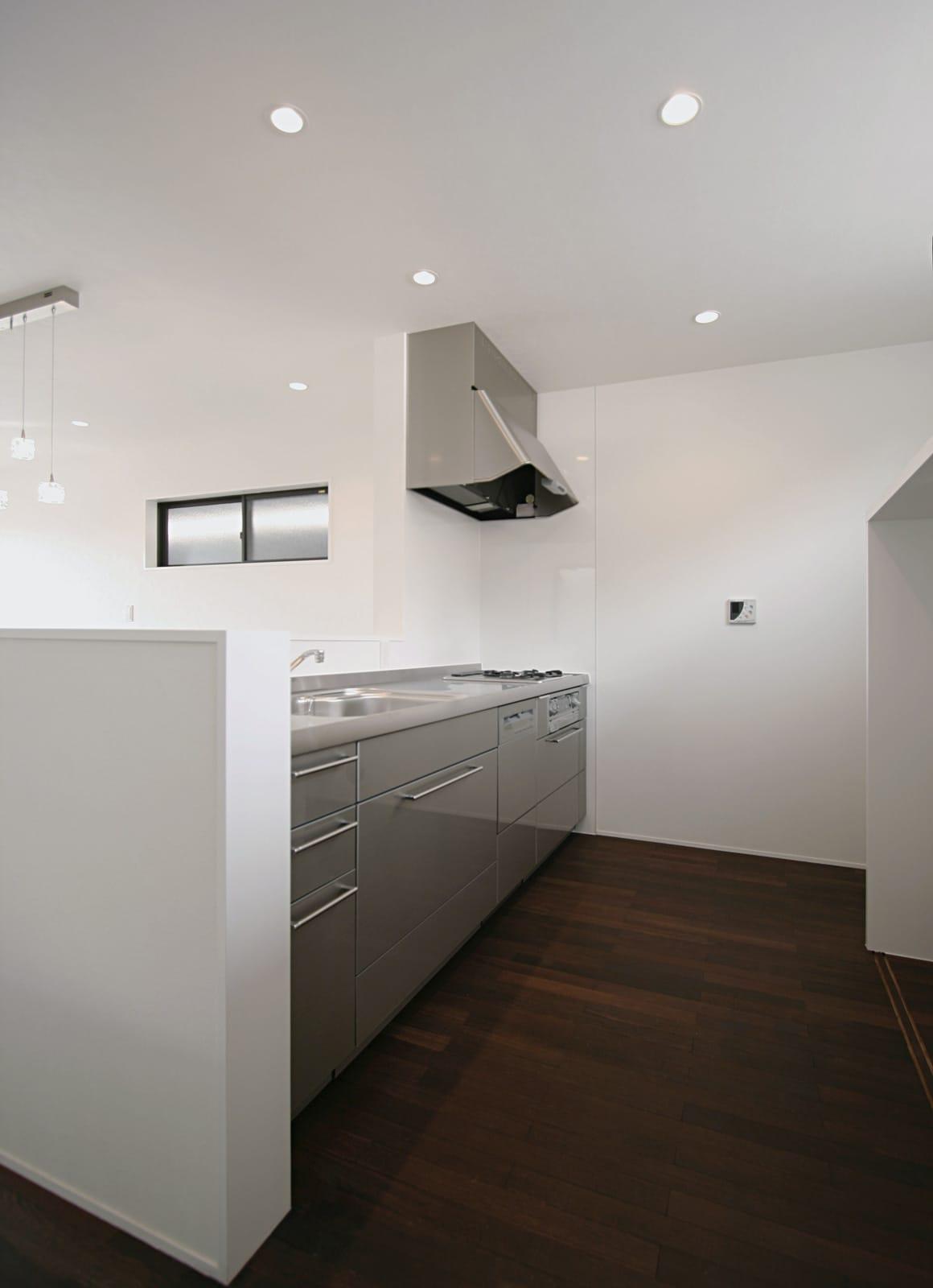 桜を眺める築40年の戸建住宅再生のキッチン1